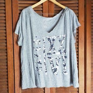 Tops - 🦋Scoopneck T-Shirt